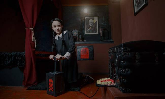 Картинка квест комнаты В гостях у семейки Аддамс в городе Киев